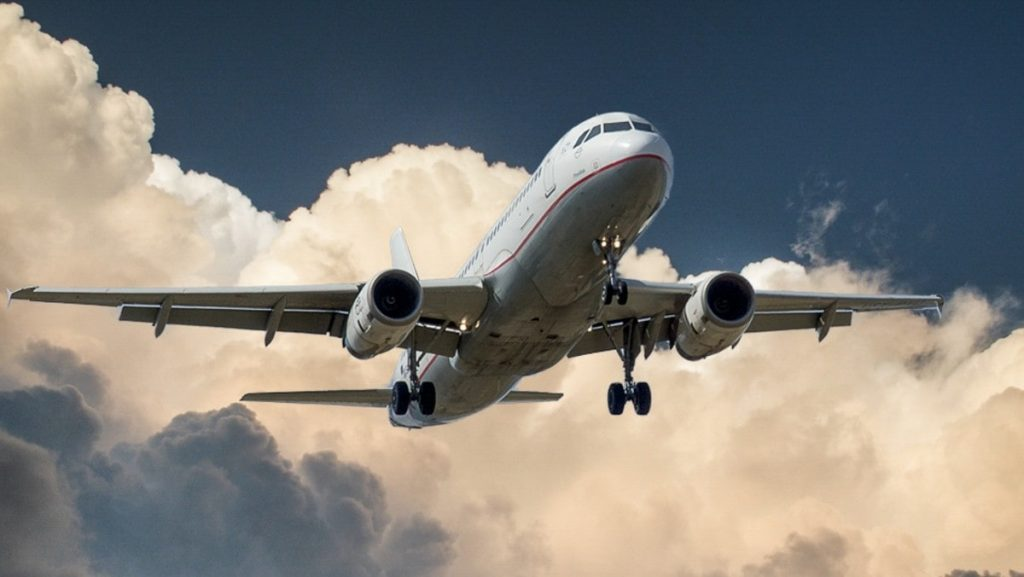 least expensive days to fly